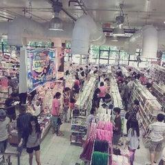 Photo taken at ศูนย์หนังสือจุฬาฯ (Chulabook) by Yaffy C. on 6/22/2013