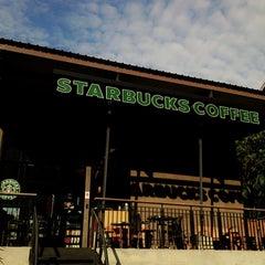 Photo taken at Starbucks (สตาร์บัคส์) by Ploypornzz on 8/6/2013