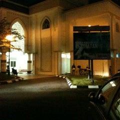 Photo taken at Masjid Al Najihin (مسجد الناجيهين) by zam on 11/13/2012