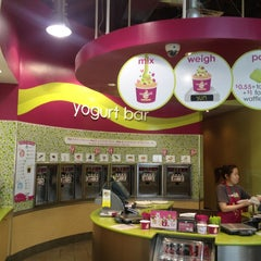 Photo taken at Menchie's Frozen Yogurt by @RinaChong h. on 1/31/2013