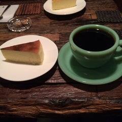 Photo taken at 自家焙煎 cafe use 珈琲豆店 by Joji F. on 11/3/2014