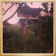 Photo taken at บ้านผาสวรรค์ รีสอร์ท (อุทยานไม้หอม อุทยานผลไม้) by Manjasha M. on 1/23/2014