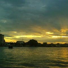 Photo taken at ท่าเรือนนทบุรี (พิบูลย์ 3) Nonthaburi (Pibul 3) N30 by 99MegaPixel on 7/21/2013