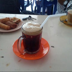 Photo taken at Black Coffee by B U L I S  ( سار بوليس ) on 2/7/2013