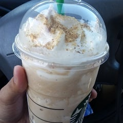 Photo taken at Starbucks by Marvin N. on 4/28/2015