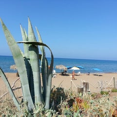 Photo taken at Παραλία Θολού (Tholo Beach) by ℰℓenaᶳᵘ² on 8/31/2014