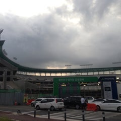 Photo taken at 무등야구장 (Mudeung Baseball Stadium) by Youngjin K. on 7/17/2013
