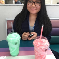 Photo taken at Taco Bell by Sharleen G. on 2/11/2015