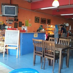 Photo taken at Restoran Halelah by AE® on 11/22/2013