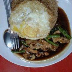Photo taken at Restoran Gemilang Tom Yam by Nur F. on 6/23/2013