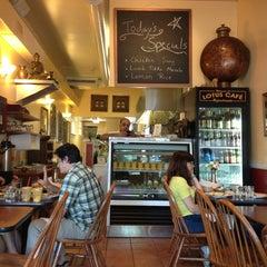 Das Foto wurde bei Cafe Lotus von Disappearing K. am 7/21/2013 aufgenommen