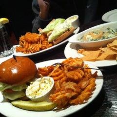Photo taken at Biggie's Restaurant Raw Bar Tavern by Tridane on 12/12/2012