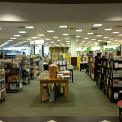 Photo taken at Barnes & Noble by David N. on 9/2/2015