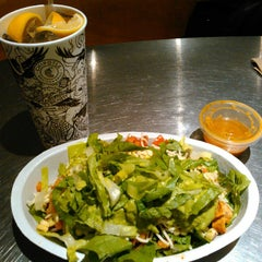 Photo taken at Chipotle Mexican Grill by Richard L. on 11/27/2014