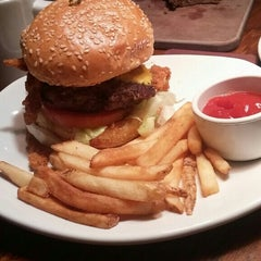 Photo taken at Outback Steakhouse by Jon S. on 11/7/2015