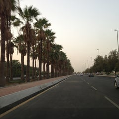 Photo taken at King Abdulaziz Road | طريق الملك عبدالعزيز by Arki E. on 8/7/2013