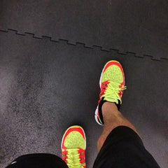 Photo taken at 24 Hour Fitness by Kevin H. on 11/15/2013