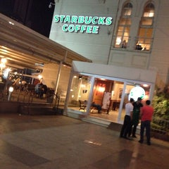 Photo taken at Starbucks by Siyamet Y. on 8/29/2013