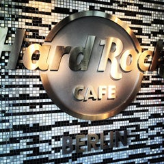 Photo taken at Hard Rock Cafe Berlin by Raul R. on 5/5/2013