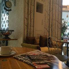 Photo taken at Muizz Cafe & Restaurant by Melike K. on 11/20/2014