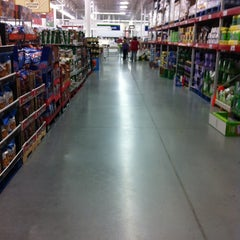 Photo taken at Sam's Club by Hebert A. on 11/24/2012