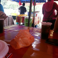 Photo taken at Gerai Makan Tepi Jalan UNITEN by ajyb z. on 10/13/2015