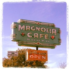 Photo taken at Magnolia Cafe South by Rod M. on 2/23/2013