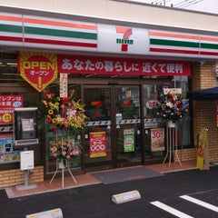 Photo taken at セブンイレブン 八王子館町店 by 74tak on 7/16/2014