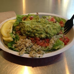 Photo taken at Chipotle Mexican Grill by Paloma B. on 6/19/2013