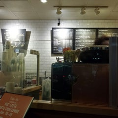Photo taken at Starbucks by Balto W. on 1/21/2014