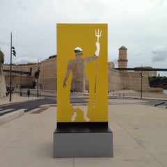 Photo taken at Musée Regards de Provence by Hochul K. on 9/29/2014