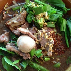 Photo taken at ก๋วยเตี๋ยวเรือถลาง by NOP PHUKET on 3/7/2013