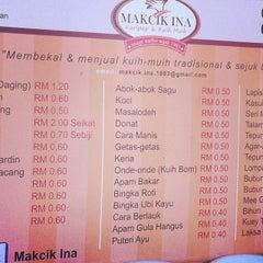 Photo taken at Makcik Ina Karipap by Cae A. on 2/25/2014