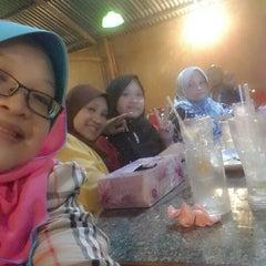 Photo taken at Restoran Norsiah Tom Yam Seafood by MAZLiZA M. on 4/18/2014