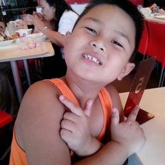Photo taken at KFC by Ghia I. on 6/8/2013