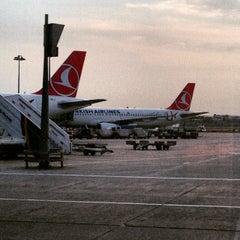 Photo taken at Dış Hatlar Gidiş Terminali by Mustafa U. on 6/15/2015