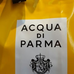 Photo taken at Boutique Acqua di Parma by NAIRA A. on 9/7/2014