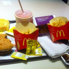 Photo taken at McDonald's by Matías C. on 10/6/2013