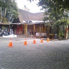 Photo taken at Anak Kecil by Nima Z. on 4/22/2014