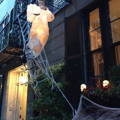 Photo taken at Beacon Hill by Celine S. on 10/31/2015