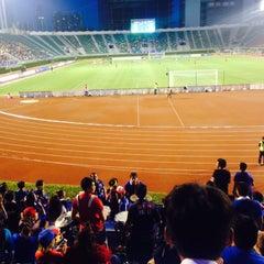 Photo taken at สนามศุภชลาศัย (Supachalasai Stadium) by bo_minum on 7/8/2015