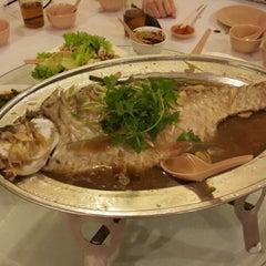 Photo taken at Jumbo Seafood Restaurant by Edward H. on 4/4/2015