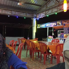 Photo taken at Restoran Juara Ikan Bakar 24 Jam by Aqilah F. on 6/12/2015