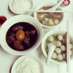 Photo taken at Cheng Mun Chee Kee Pig Organ Soup 正文志记 by Angele N. on 10/31/2012