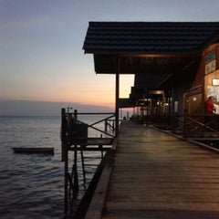Photo taken at Derawan Beach Cafe & Cottage by Prasepvianto on 10/11/2013