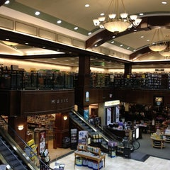 Photo taken at Barnes & Noble by Jessica T. on 7/21/2013
