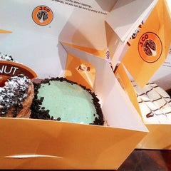 Photo taken at J.Co Donuts & Coffee by Pria I. on 9/8/2015