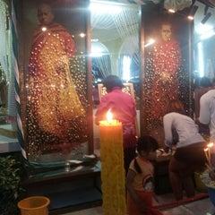 Photo taken at วัดสว่างอารมณ์ by Rose R. on 4/8/2014