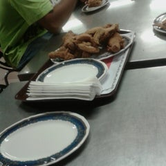 Photo taken at Edlee Fried Chicken by asan n. on 4/11/2014