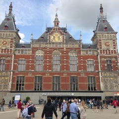 Photo taken at Station Amsterdam Centraal by Ryota T. on 6/29/2013
